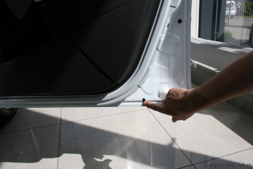 Зачем нужно проверять сливные отверстия кузова автомобиля?